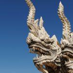 世界の神話の中で、蛇が象徴する意味は?